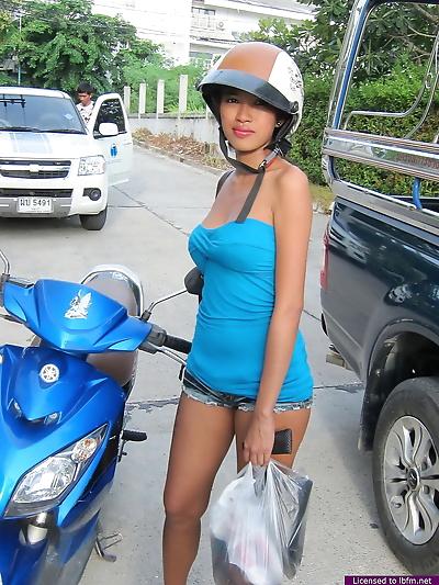Asian teen drops her shorts..