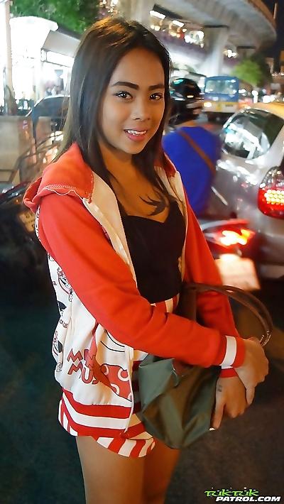 Tourist picks up teen Thai..