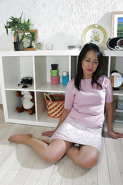 Asian gal in pantyhose..