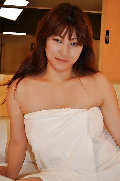 Chubby asian MILF Kumi..