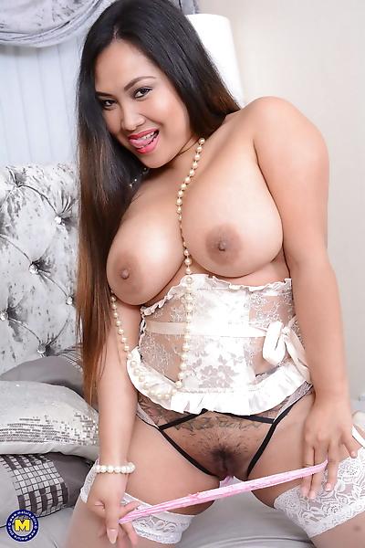 Asian housewife amyka lee..