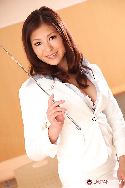 Jun sena loves to show her..