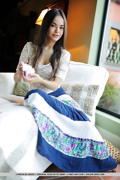Beautiful teen Li Moon..