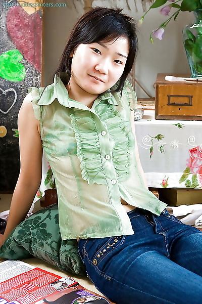 Cute small tit Asian amateur..