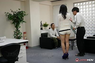 Dark haired babe Yuzuki gets..
