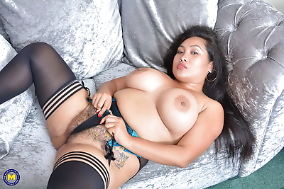 Big breasted asian mature bbw amyka lee playing with her hairy p - part 2776