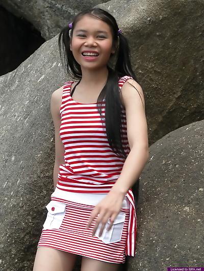 Amateur tiny asian girl